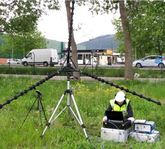 Utilizando cámara acústica en laboratorio in situ